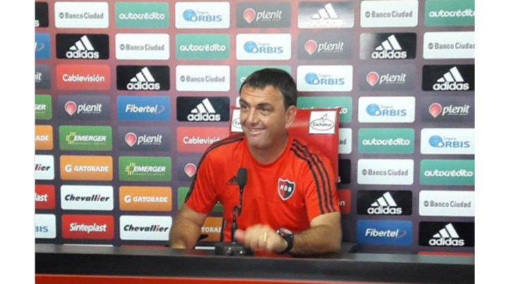 Osella no se mostró conforme con el rendimiento de la defensa ante Tigre y usó cirugía mayor.