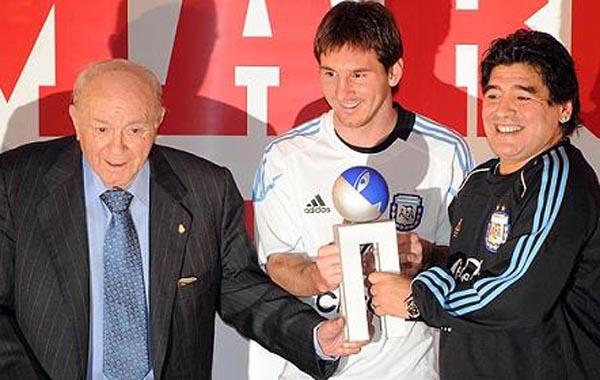 Tres fenómenos: Di Stéfano, Messi y Maradona, juntos en 2009.