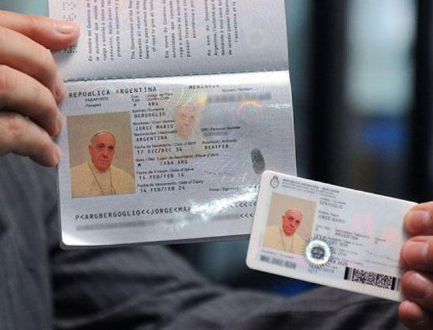 El papa francisco renov su pasaporte para viajar por el for Pasaporte ministerio interior
