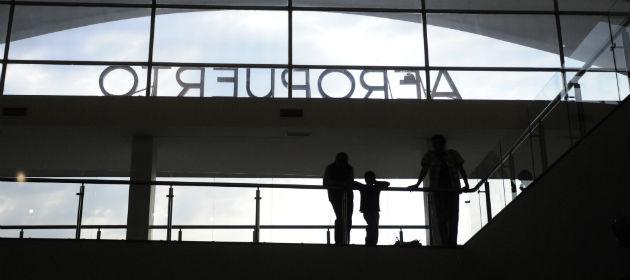 Los viajeros de Aerolíneas Argentina aún sigue aguardando novedades en Fisherton.