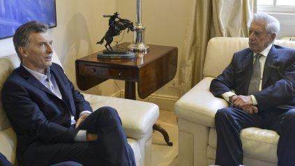 Encuentro en Olivos. Macri recibió ayer al mediodía al escritor peruano Vargas Llosa en la quinta presidencial.