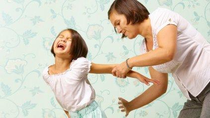 Los chirlos en la cola y otras partes del cuerpo son contraproducentes para los chicos.