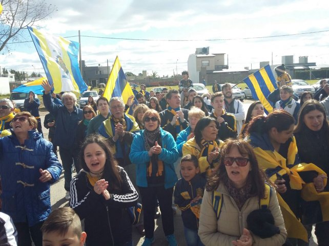 Los hinchas comenzaron a llegar este mediodía al predio de Arroyo Seco.