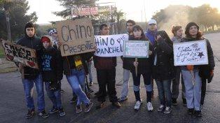 Familiares, colegas y amigos del remiseroHoracio Colberg, asesinado en un intento de robo, protestaron en las calles de Villa Gobernador Gálvez.