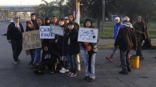 Las protestas por el crimen del remisero causaron conmoción en Villa Gobernador Gálvez.