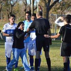 La médica obligó al árbitro a que sacara de la cancha a Claudio Delamorclaz, de Sportivo.