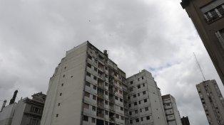 Un martes con cielo parcialmente nublado y con menos frío espera Rosario.