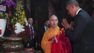 Recorrida. En el segundo día de su histórica visita a Vietnam, Obama estuvo en la Pagoda del Emperador de Jade.