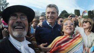 Locro en Olivos. Macri festejó la fecha patria con organizaciones sociales.