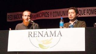 Debate. Los abogados de Pueblos Fumigados, Landívar y Pereyra, dicen que el modelo agrícola industrial viola la Constitución.