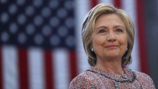 Para subsanar esa falla en observar las normas Clinton debió haber preservado todos los documentos creados y recibidos en su cuenta personal, afirma el documento.