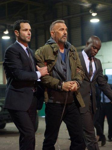 Reto. Costner interpreta a Steward, un criminal violento que debe luchar entre su mente y la de un fallecido agente del FBI que le es implantada en su cerebro.