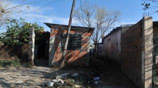 En el fondo. En una vivienda humilde dentro de un pasillo de Lima al 2900 apareció sin vida Astrid Abigail Villalba.