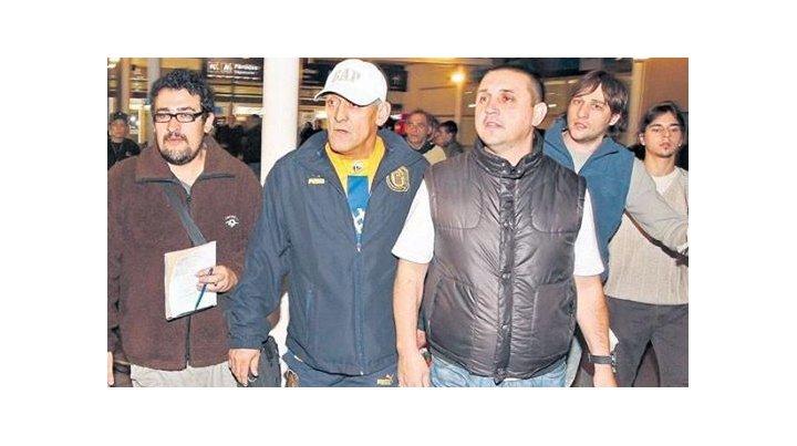 Como hermanos. Julio César Cara de goma Navarro y Andrés Pillín Bracamonte al volver de Sudáfrica en 2010.