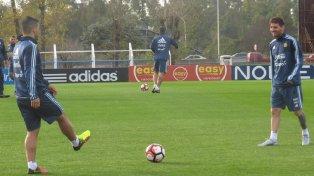 Es que la Pulga, quien llegó ayer de madrugada junto a su compañero Javier Mascherano y también el volante Ever Banega, no hizo fútbol, solo trotó y apenas si tocó la pelota.