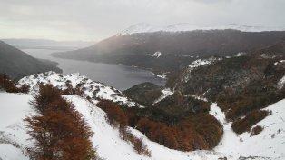 Visitar el corazón de Tierra del Fuego es una experiencia única que combina naturaleza y aventura. Bosques, mar, nieve y la historia de los pioneros son el telón de fondo de un viaje fascinante.