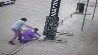Un padre golpeó ferozmente al preceptor que estuvo a punto de sancionar a su hijo