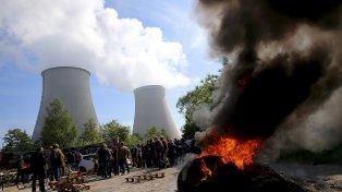 Movilizaciones. Las 19 centrales atómicas se hallan tomadas por sus trabajadores, pero en funcionamiento.