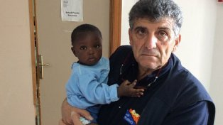 conmovedor. El médico que atendió la bebita, llamada Favour. Hace 30 años que trabaja en Lampedusa.