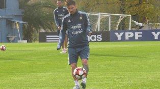 El rosarino, considerado ayer por Pelé el mejor de la actualidad, jugará en San Juan y luego volverá a España para declarar.
