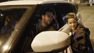 Leo partió anoche desde el aeropuerto de Fisherton y hoy tiene previsto viajar a Barcelona.