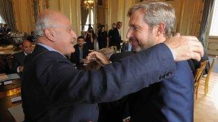 El gobernador de Santa Fe, Miguel Lifschitz, y el ministro del Interior, Rogelio Frigerio, durante un encuentro en Buenos Aires hace unas semanas.