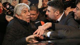 El presidente de Independiente cargó contra Angelici y Lammens.