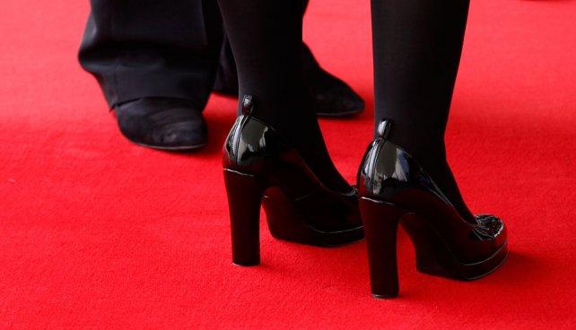 Los zapatos de Angela Merkel y Cristina Fernádez fueron blanco de análisis de los medios.