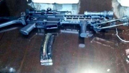 El arma secuestrada por la poicia,