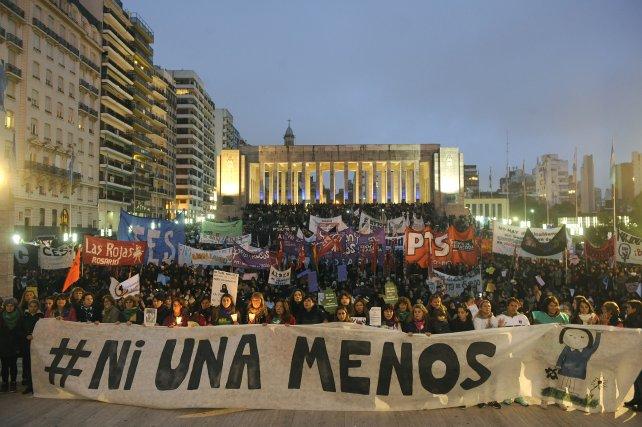 La marcha en Rosario convocó a miles de hombres y mujeres.
