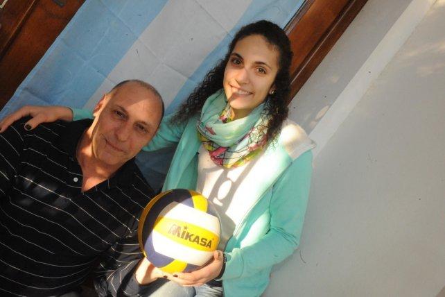 Búfalo Beltramino con su hija menor Agostina, seleccionada Sub 19.