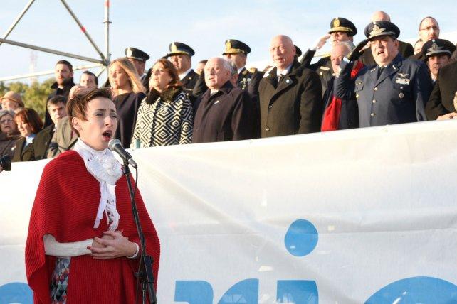 La cantante Evelina Sanzo estuvo presente en el acto.