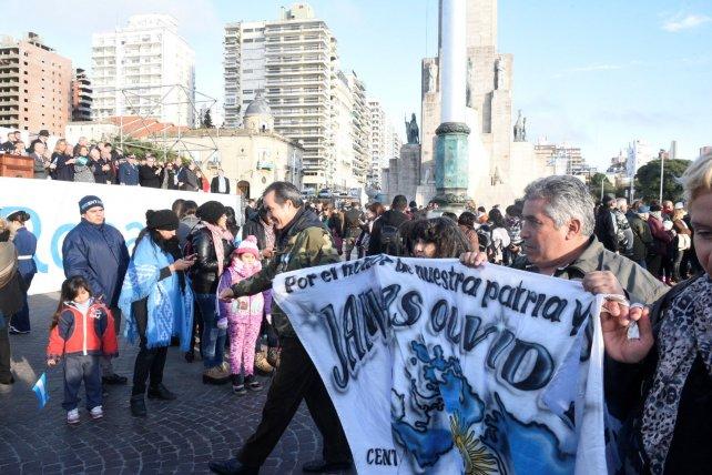 Tras el acto comenzó el desfile del que participaron los excombatientes.
