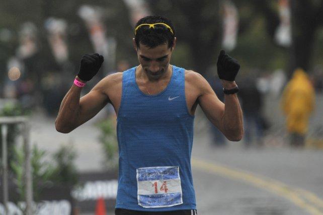 Primer rosarino en cruzar la meta fue Edgar Moreno.