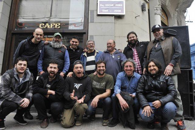Los bateristas descubrieron una placa en homenaje a Oscar Moro.