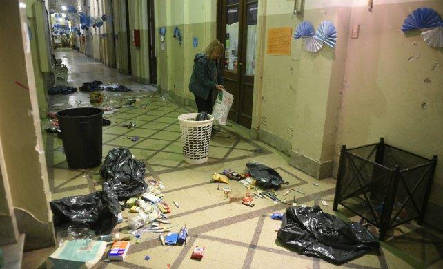 Los pasillos llenos de basura en el Normal 1.