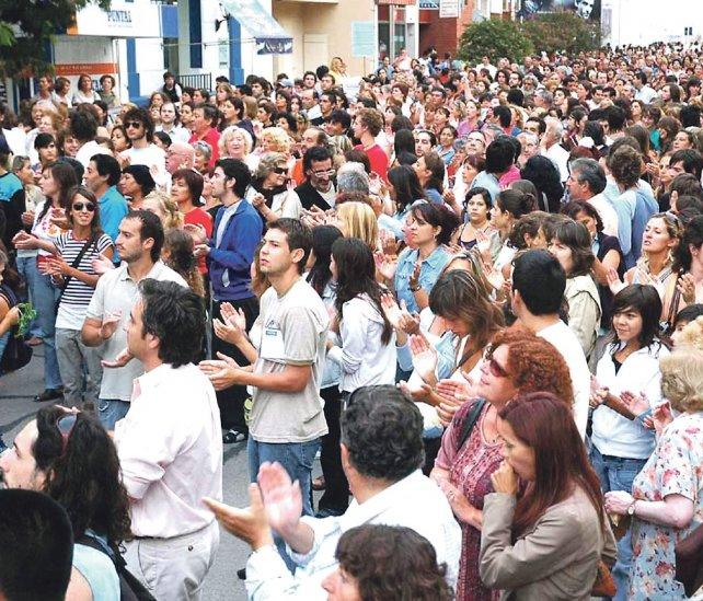 Una marcha en Río Cuarto en 2007 pidiendo en 2007 pidiendo liberar al pintor Gastón Zárate.