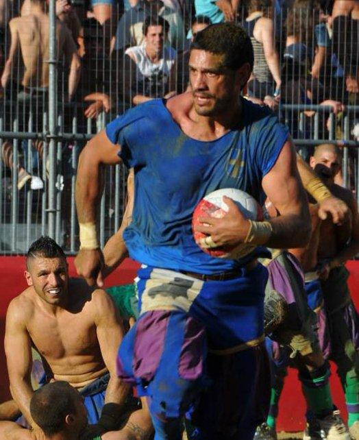 El ex tercera línea contó su experiencia personal con el Calcio Storico.