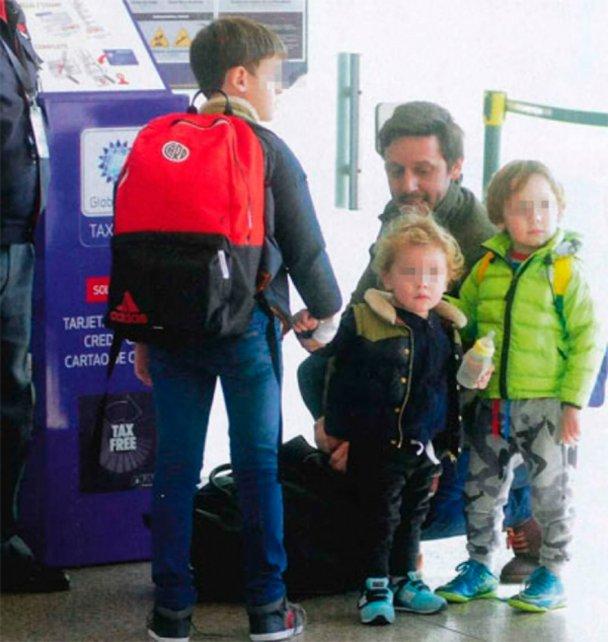 Benjamín y sus hijos disfrutan de vacaciones untos.