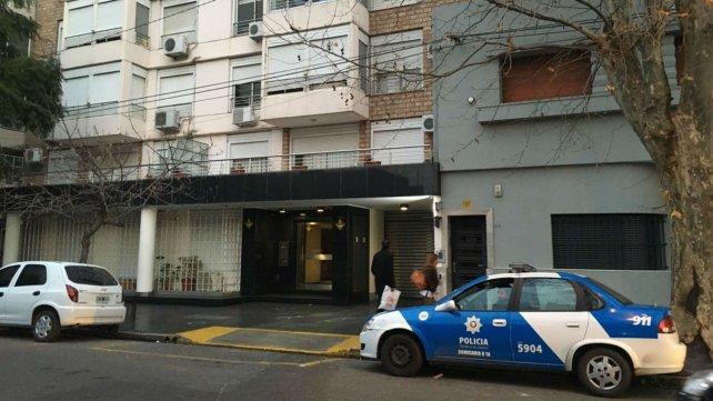 El edificio donde vive Martínez tiene custodio policial. El móvil estuvo toda la noche.