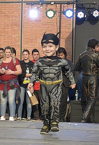 Mini Batman, uno de los participantes del cosplay de niños.