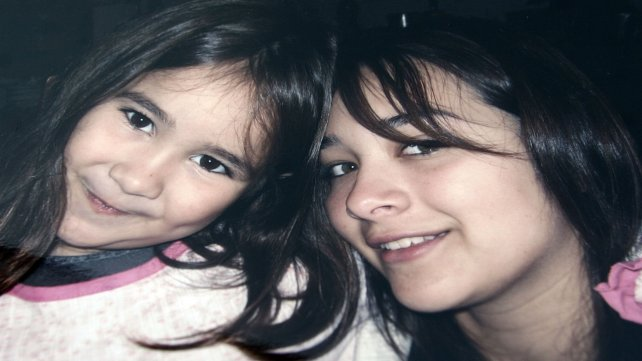 Gabriela Núñez, a la derecha de la imagen. Andrés Soza la esperó a la salida de una clase de inglés y la mató de un balazo.