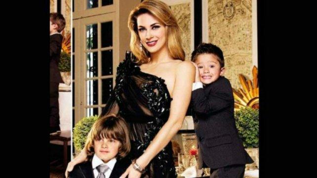 Aracely Arámbula y sus hijos.