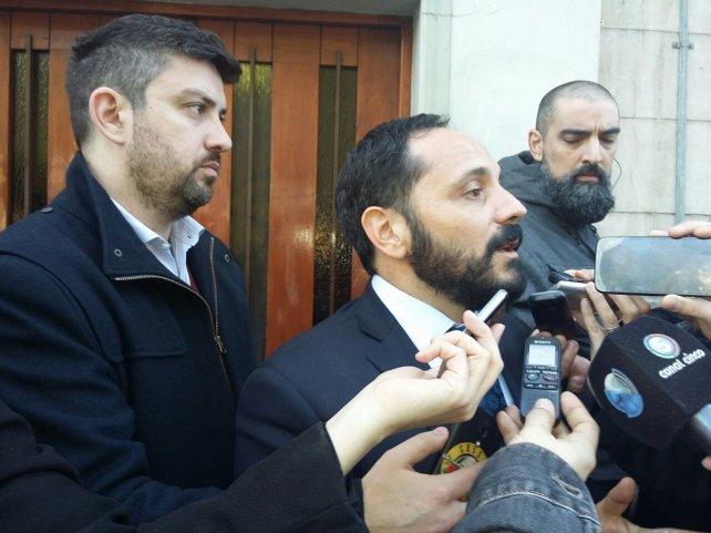 El fiscal Spelta atendió a la prensa en la puerta de Fiscalía.