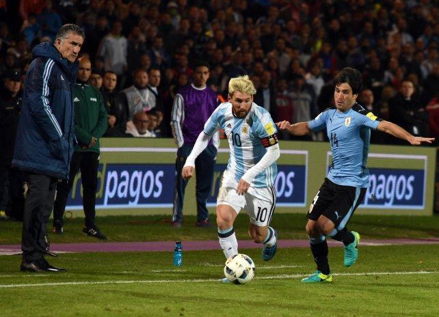 <div>Iluminado por el juego. Messi lució muy concentrado en el duelo ante Uruguay.</div>