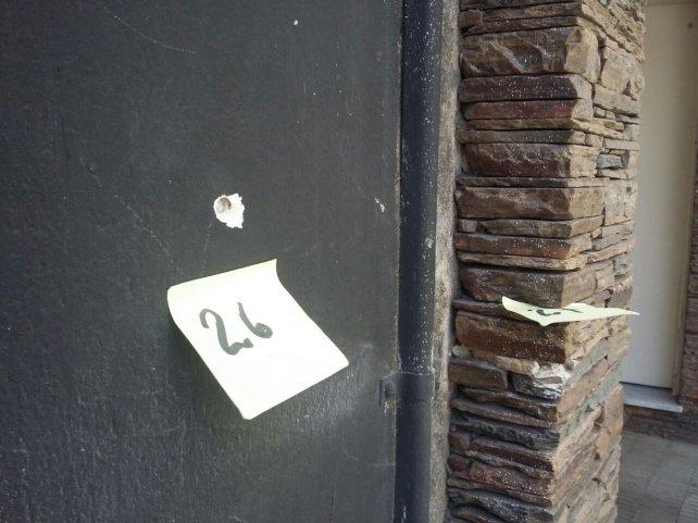 Las huellas de los impactos de bala en la zona.