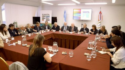 El gobernador Miguel Lifschitz se reunió con los legisladores nacionales para abordar los temas de interés de la provincia.