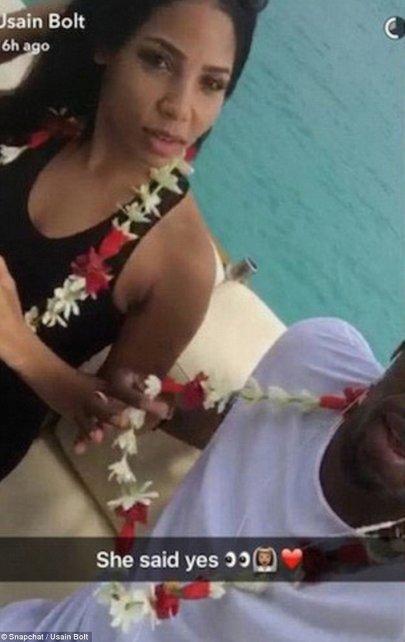 """En Snapchat, Bolt escribió: """"Ella dijo que sí"""", lo que fue interpretado como una aceptación al compromiso."""
