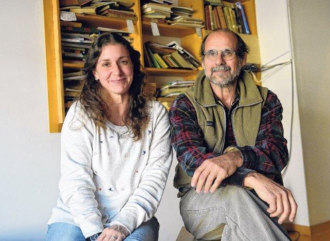 Profesora Maria Eugenia Montani y veterinario Marcelo Romano, del PCMA.