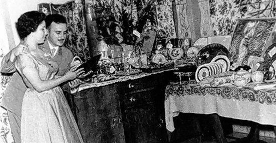 Vida cotidiana. Los novios y sus regalos de casamiento (1960).